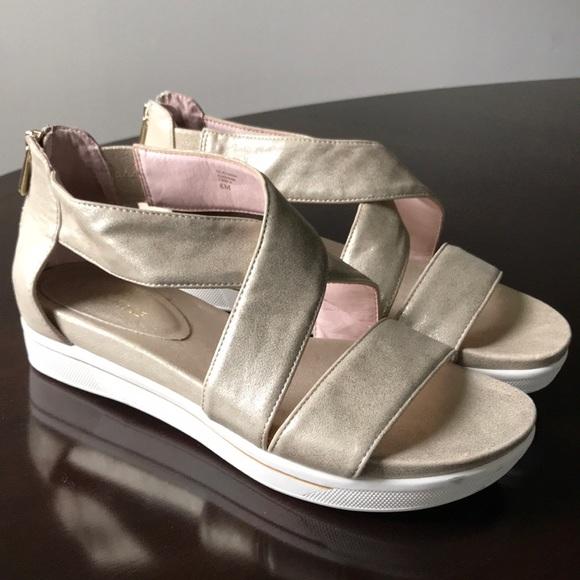 8d22d555e9e Taryn Rose Gold Leather 8M OpenToe Claudine Sandal